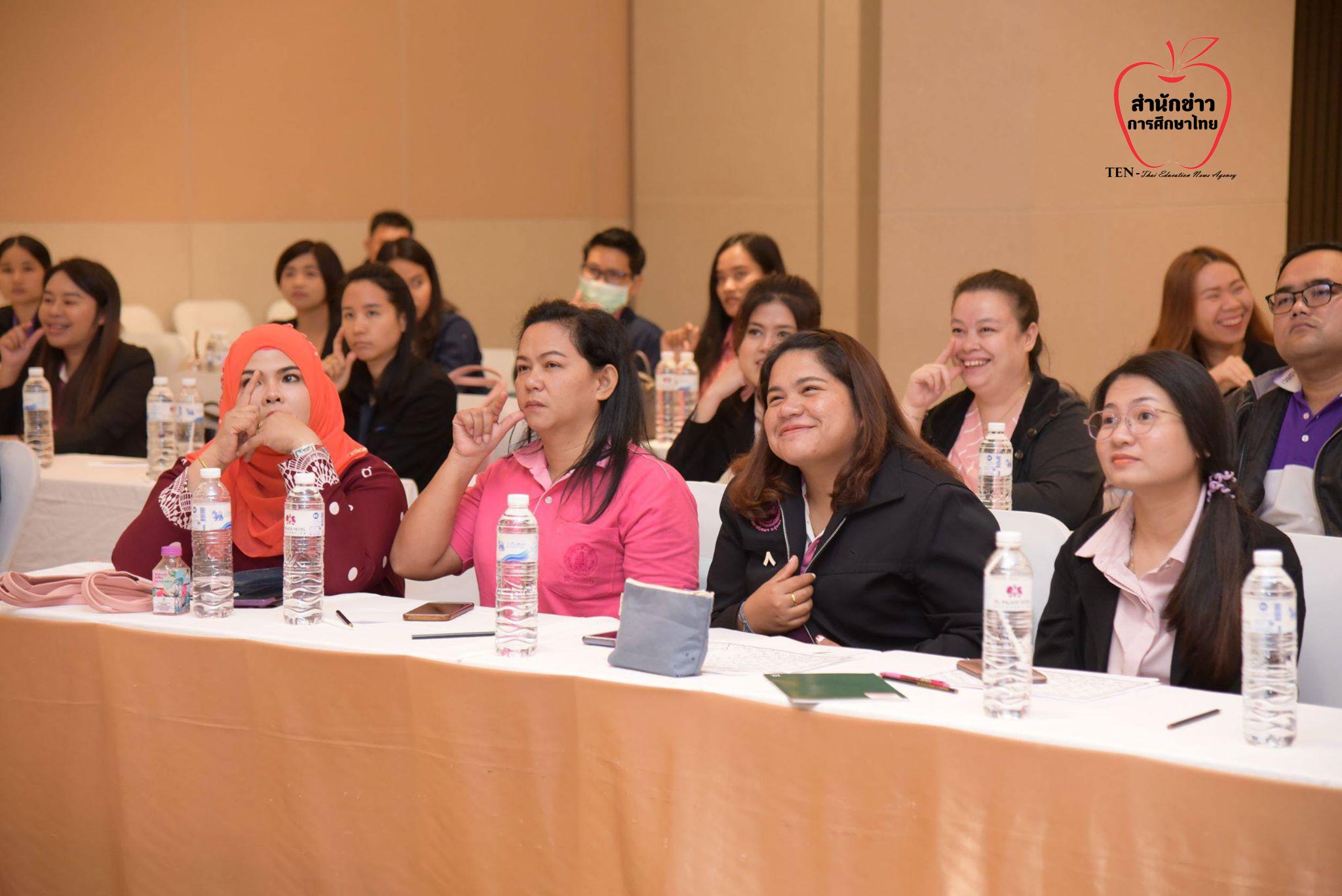 พก. จัดอบรมภาษามือไทยเพื่อการสื่อสาร ให้ หน่วยงานในสังกัด หวังเพิ่มประสิทธิภาพในการให้บริการ คนหูหนวก