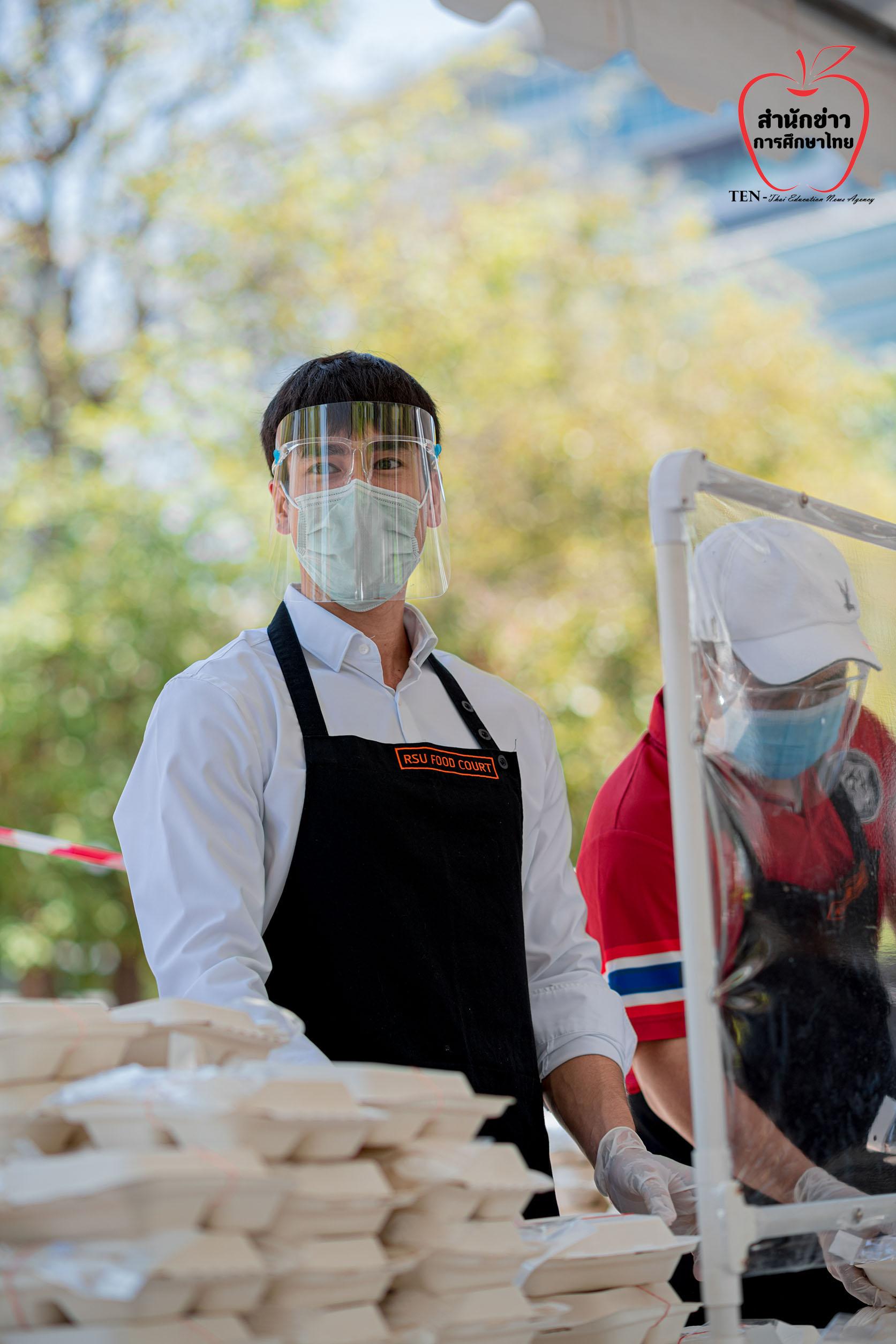 """ณเดชน์ คูกิมิยะ ร่วมเป็นจิตอาสา แจกข้าวกล่องที่ """"ครัวรังสิต"""" สู้ภัยโควิด-19"""